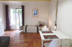 Hauts de Nîmes 27m² Bastide meublée 370€
