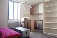 Studio meublé 420€ Nîmes centre 25m²