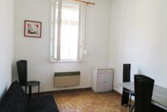 STUDIO Rue Bec de Lièvre Nîmes centre 17m² 40 000€