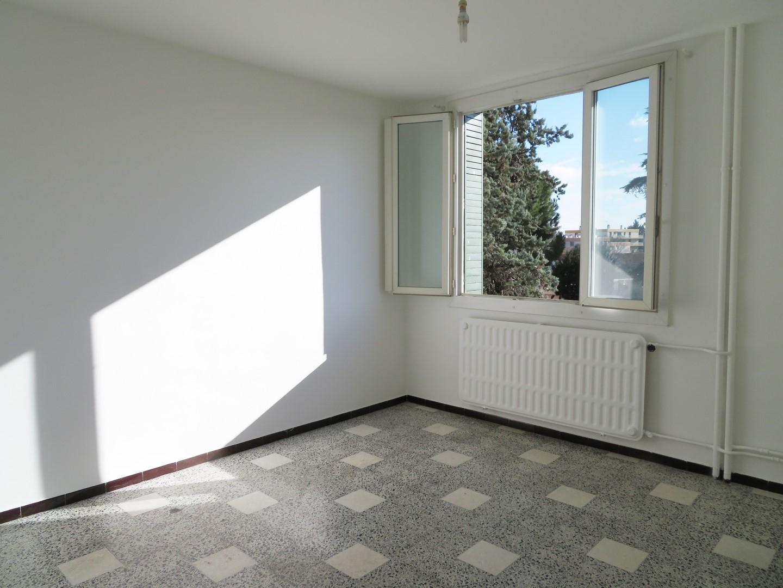 T1Bis 340€, Rue du Vaccares, 30m², Nîmes Capouchiné