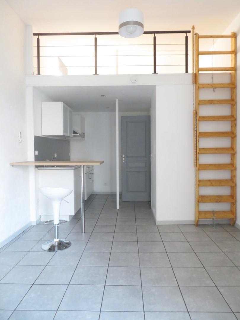 T2 +Véranda, 20m², Rue Nicot, 450€, Nîmes